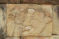 Старый барельеф на стене виска Bakong в Siem Reap, Камбодже Стоковое фото RF