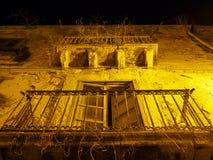 Старый балкон на ноче в Сицилии Стоковое Изображение