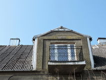 Старый балкон дома Стоковые Изображения