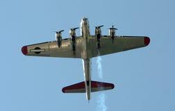 Старый бомбардировщик снизу Стоковые Фотографии RF