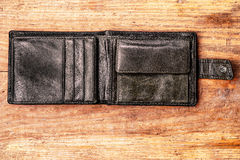 Старый бумажник на деревянной предпосылке Стоковые Фотографии RF