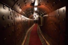 Старый бункер во время холодной войны Коридор в противоядерном укрытии бомбы Стоковое Изображение RF