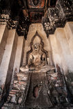 Старый Будда в виске Chaiwatthanaram Стоковая Фотография