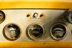 Старый бульдозер забытый в шахте Стоковое Изображение