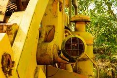 Старый бульдозер забытый в шахте Стоковые Изображения RF