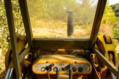 Старый бульдозер забытый в шахте Стоковая Фотография RF