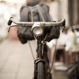 Старый велосипед стоковые изображения