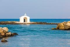 Старый венецианский маяк на гавани в Крите, Греции стоковая фотография rf