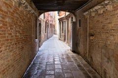 Старый венецианский переулок Стоковое Изображение