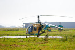 Старый вертолет опрыскивания посевов Стоковое Фото