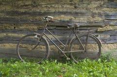 Старый велосипед. Стоковое Изображение