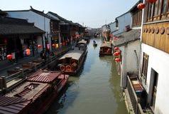 Старый взгляд улицы городка, Сучжоу, Китай Стоковые Изображения RF