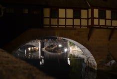 Старый взгляд ночи Нюрнберга городка Стоковые Изображения RF