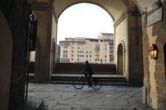 Старый взгляд улицы в городе Флоренса, Италии Зимний день в городе Флоренса Стоковая Фотография RF