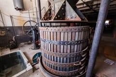 Старый винный пресс для делать шампанское Стоковые Фотографии RF