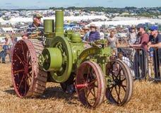 Старый винтажный зеленый mogual трактор 8-16 на выставке Стоковое Фото