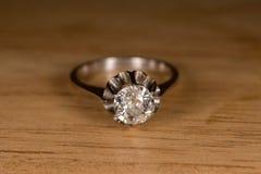 Старый винтажный конец детали кольца с бриллиантом вверх Стоковые Фотографии RF