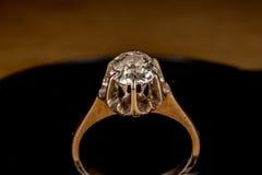 Старый винтажный конец детали кольца с бриллиантом вверх Стоковые Изображения RF