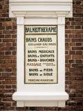 Старый винтажный balneotherapy французский знак на керамических плитках Стоковые Фото