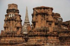 Старый висок с Stupa стоковые изображения rf