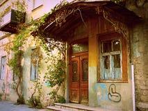 Старый двор в городе Стоковая Фотография