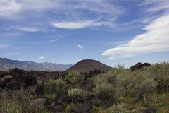 Старый вулкан и лавовый поток Стоковые Изображения RF
