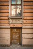 Старый вход с столбцами Ригой Стоковое фото RF