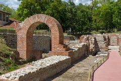 Старый вход термальных ванн Diocletianopolis, городка Hisarya, Болгарии стоковые изображения