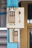 Старый выключатель безопасности электропитания с выходом гнезда Стоковое фото RF