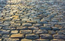 старый вымощая малый городок улицы камней Стоковая Фотография