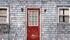 Старый, выдержанный фронт дома стоковая фотография rf