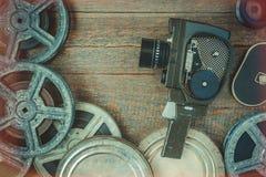 Старый вьюрок киносъемочного аппарата и фильма стоковая фотография rf