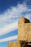 старый в Африке Марокко заволакивает около башни Стоковое Изображение