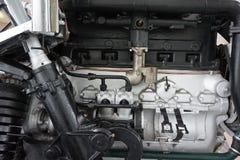 старый газовый двигатель автомобиля стоковая фотография rf