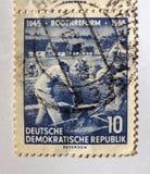 Старый голубой восток - немецкий штемпель почтового сбора с работниками здания на строительной площадке Стоковые Изображения