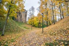 Старый городок, город, парк замка в Cesis, Латвии 2017 Стоковые Фотографии RF