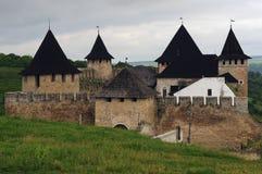 Старый городок замка в Kamenetz Podolsk, дворец стоит среди зеленых холмов, Украины Стоковое Изображение