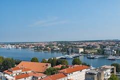 Старый городок, порт Luka, новый город Zadar и Адриатическое море 3, в Хорватии стоковое изображение rf