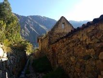 Старый городок Ollantaytambo в октябре стоковое изображение