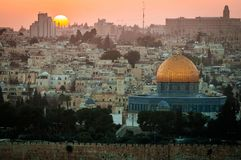 Старый город Иерусалима - Израиля включая голубую мечеть на заходе солнца стоковое фото rf