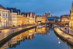 Старый городок в вечере, голубой час, Гент, Бельгия Стоковое Изображение