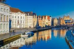 Старый городок в утре, голубой час, Гент, Бельгия Стоковые Фото