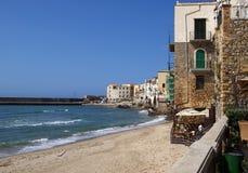 Старый городок в Cefalu - Сицилии, Италии. Стоковые Изображения RF