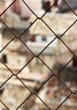 Старый городок, запачканный, через ячеистую сеть Стоковые Фотографии RF