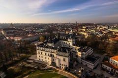 Старый городок панорамы Вильнюса, Литва стоковые фотографии rf
