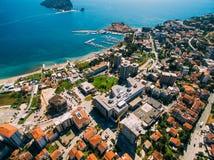 Старый городок Budva, снимая с воздушным трутнем Черногория Стоковые Изображения RF