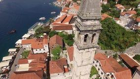 Старый городок Perast на береге залива Kotor, Черногории Th сток-видео