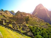Старый город Inca Machu Picchu загоренный солнцем Руины Incan потерянного города в перуанских джунглях Всемирное наследие ЮНЕСКО Стоковые Изображения RF