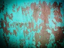 Старый гофрируйте железную зеленую стену стоковые изображения rf