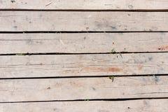 Старый грязный деревянный настил, естественный взгляд стоковые изображения